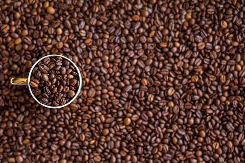 Kawa ziarnista, czy gotowa kawa w saszetkach – jakie są różnice?