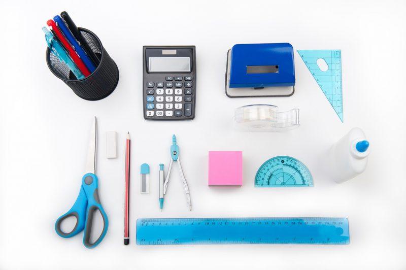 Akcesoria szkolne na matematykę. Jak przygotować dziecko na tę lekcję?