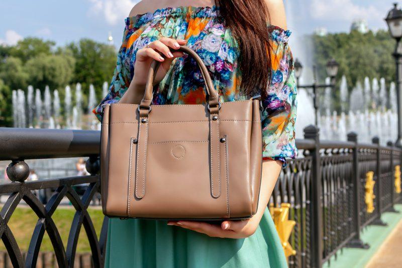 Markowe torebki damskie – trendy na jesień 2021